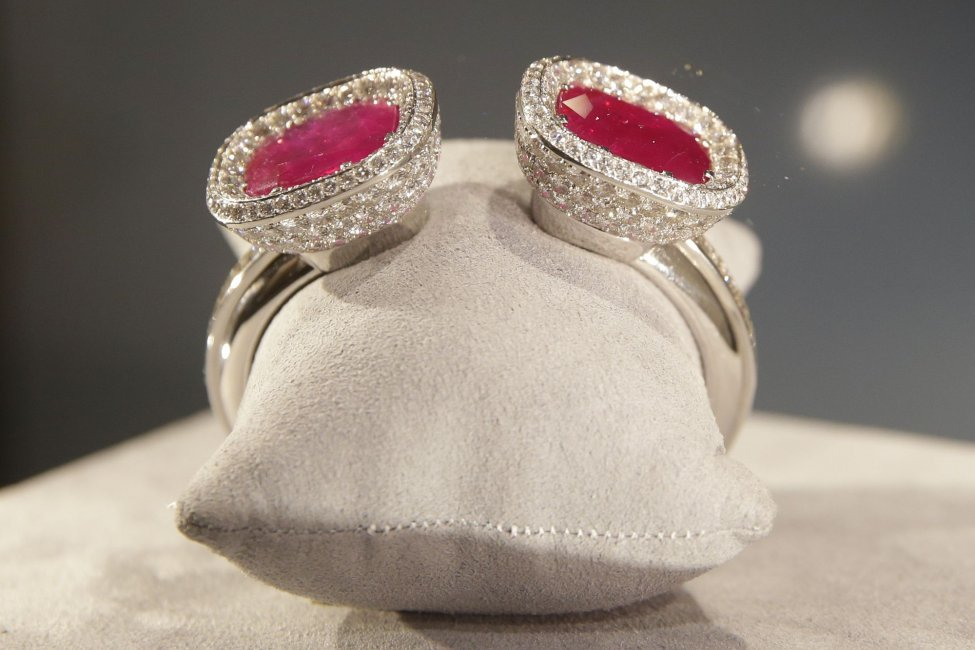 Duchess of Windsor's diamond, ruby bracelet to fetch up to $2.15M at auction